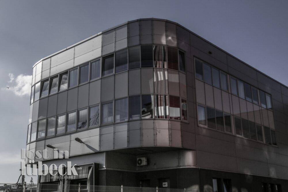 Hafenstrasse Lübeck Brüggen Cornflakesfabrik Spiegelung in Fenstern