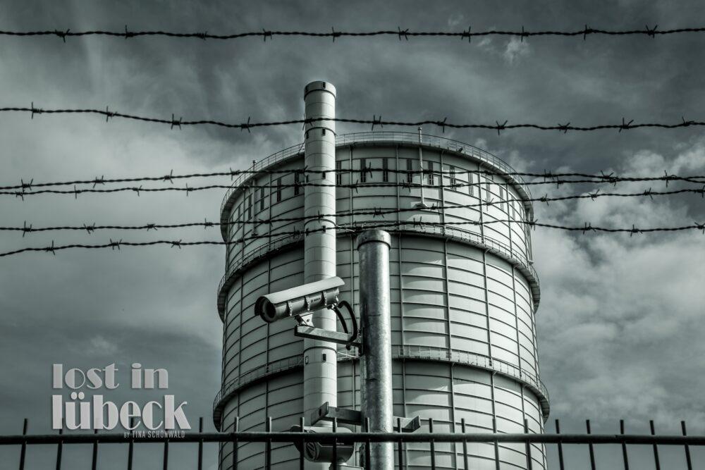 Geniner Strasse Lübeck Gasometerturm mit Überwachungskamera
