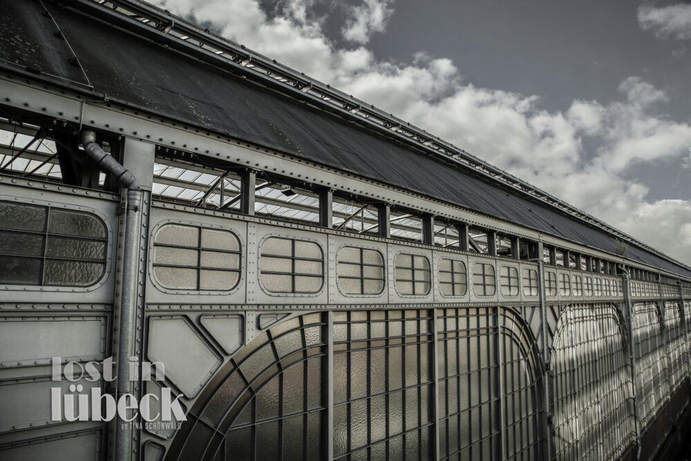 Steinrader Weg Lübeck Bahnhof von hinten genietete Stahlkonstruktion
