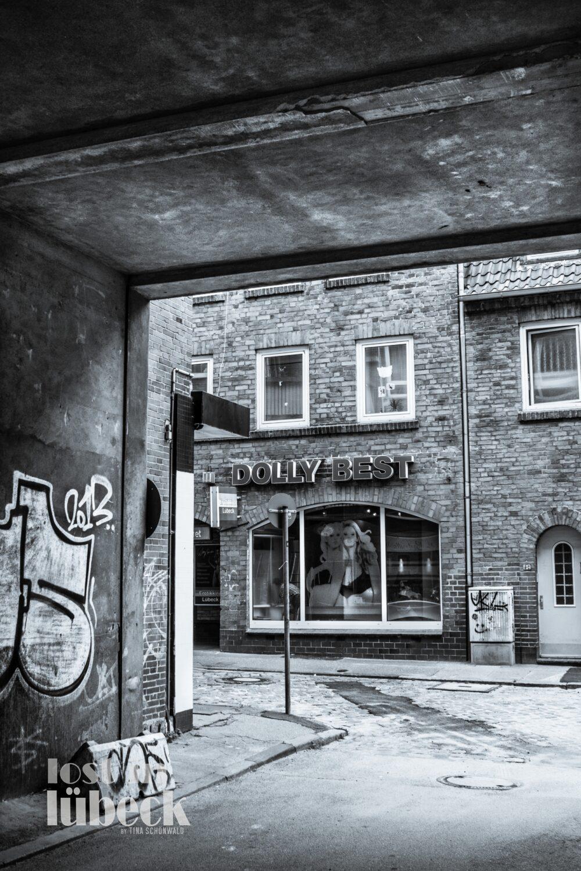 Lederstrasse Lübeck Blick auf Dolly Best Laden aus Hinterhof