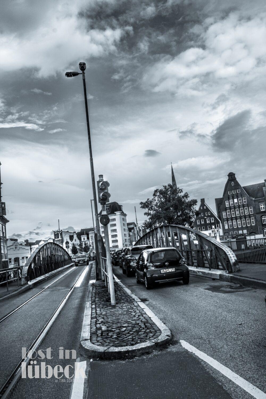 Willy Brandt Allee Lübeck Drehbrücke Blick in die Altstadt